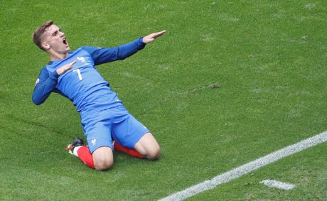 Vi Griezmann, Chelsea rai mua tien dau M.U - Anh 1