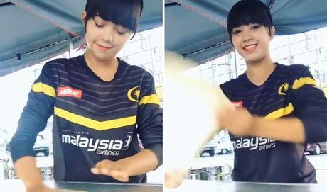 Hot girl ban banh 17 tuoi tro thanh hien tuong mang - Anh 1