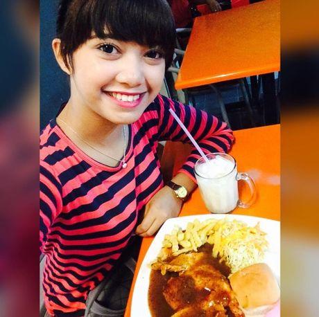 Hot girl ban banh 17 tuoi tro thanh hien tuong mang - Anh 4