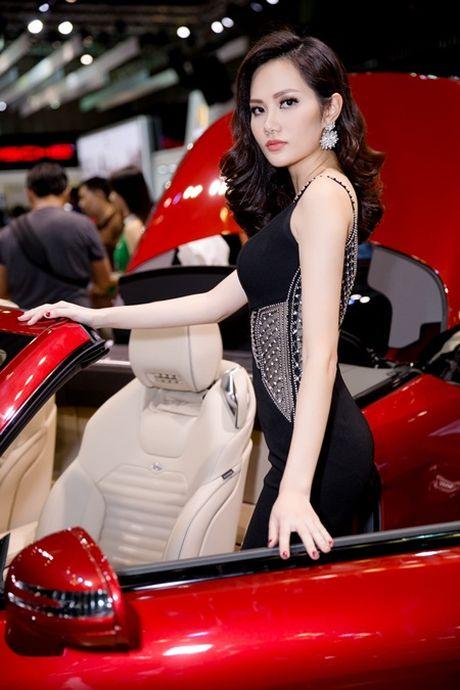 Hoa hau Dieu Linh goi cam kho cuong ben sieu xe - Anh 4