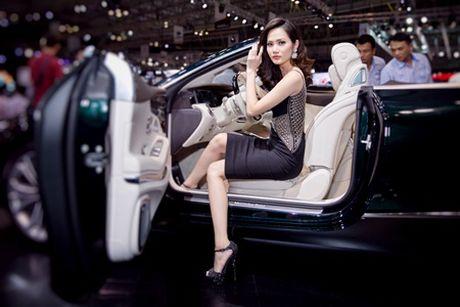 Hoa hau Dieu Linh goi cam kho cuong ben sieu xe - Anh 5