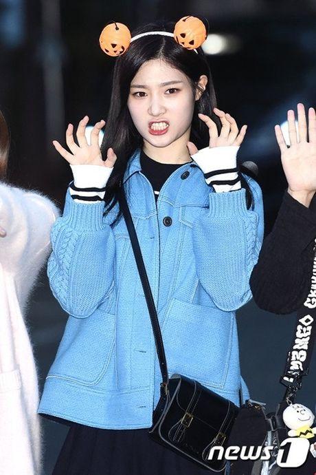 I.O.I don Halloween som, Twice lang xe dieu nhay moi o Music Bank - Anh 2