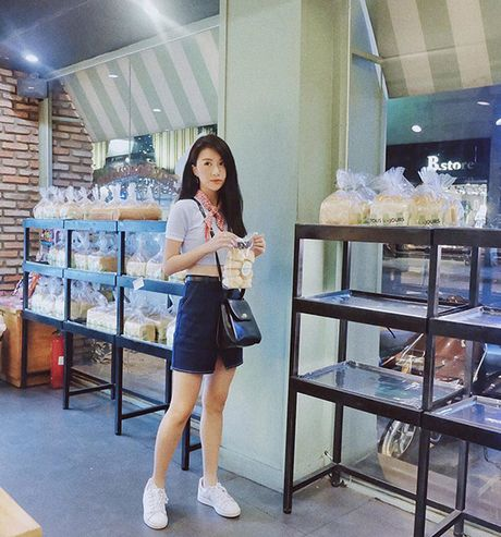 Quynh Anh Shyn bien bo tuong, cot dien thanh anh street style sieu chat - Anh 8