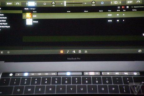 Apple 'trinh lang' san pham Macbook Pro voi nhieu tinh nang vuot troi - Anh 60