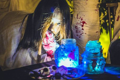 Quan ca phe khach dong 'nuom nuop' nho chieu doc trang tri Halloween - Anh 3