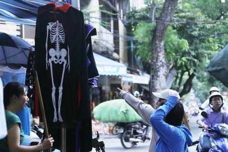Do choi Halloween doc, di khong nhan mac tran ngap pho co Ha Noi - Anh 4