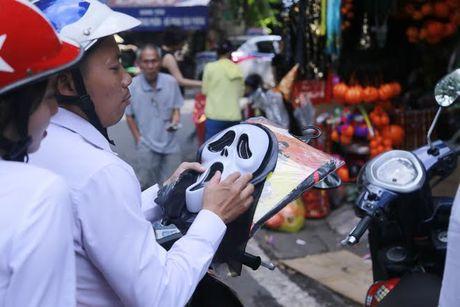 Do choi Halloween doc, di khong nhan mac tran ngap pho co Ha Noi - Anh 5