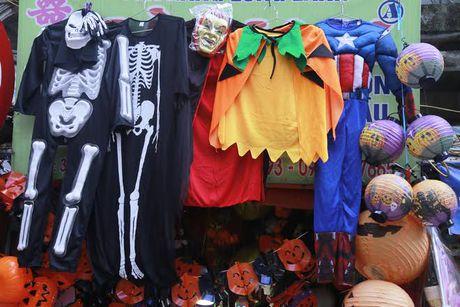 Do choi Halloween doc, di khong nhan mac tran ngap pho co Ha Noi - Anh 6