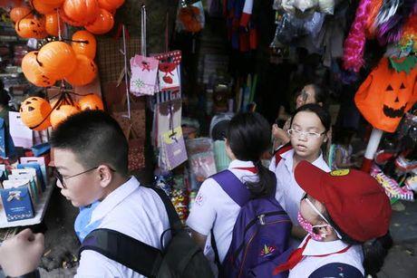 Do choi Halloween doc, di khong nhan mac tran ngap pho co Ha Noi - Anh 8