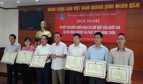 5 ca nhan cua Tong cuc Hai quan duoc Bo NN&PTNT tang Bang Khen - Anh 1