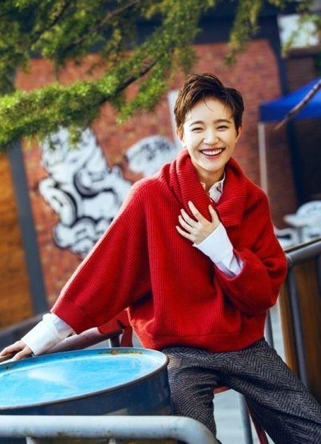 'Ban gai Vuong Lich Xuyen' dep rang ro duoi nang thu - Anh 1