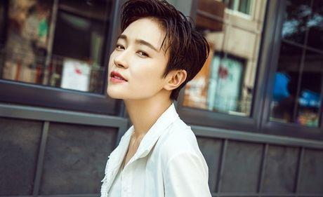 'Ban gai Vuong Lich Xuyen' dep rang ro duoi nang thu - Anh 5