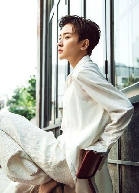 'Ban gai Vuong Lich Xuyen' dep rang ro duoi nang thu - Anh 6
