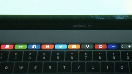 MacBook Pro moi ra mat: man hinh phu Touch Bar, Touch ID, USB C - Anh 6