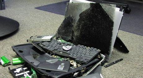 Nem het laptop, DTDD, do dac vi chong ket ban voi gai tren Facebook - Anh 1