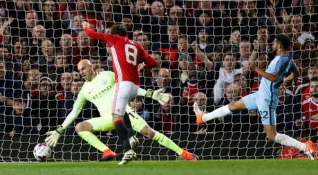 Mourinho da nhan ra Man United tot hon khi co Mata, Carrick - Anh 1