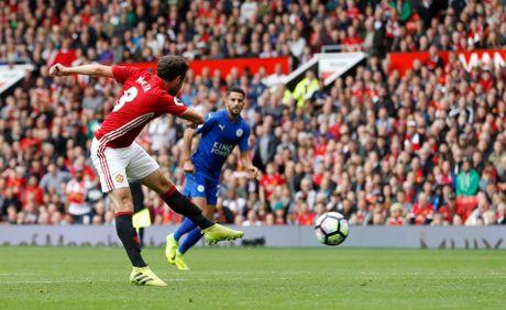 Mourinho da nhan ra Man United tot hon khi co Mata, Carrick - Anh 2