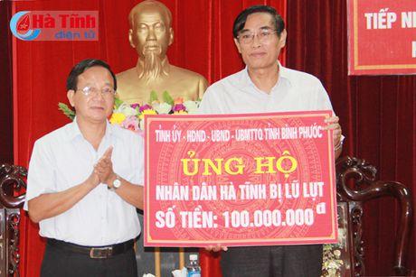Tiep nhan ung ho cua cac dia phuong, to chuc, doanh nghiep - Anh 1