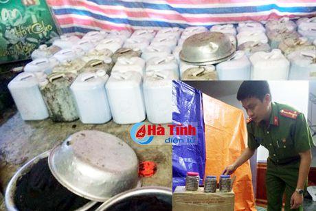 Bat qua tang co so san xuat thuoc dong y khong phep - Anh 1