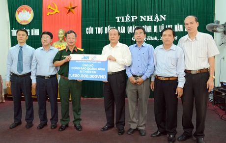 Ngan hang TMCP Quan doi ung ho dong bao mien Trung - Anh 1