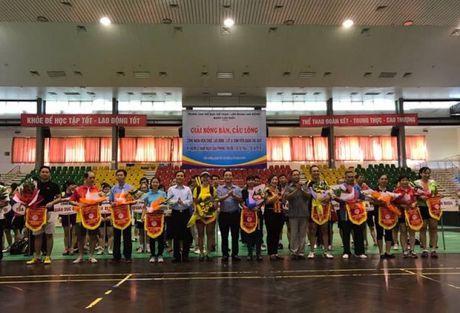 Giai cau long, bong ban CNVCLD - LLVT va SV quan Cau Giay nam 2016 - Anh 1
