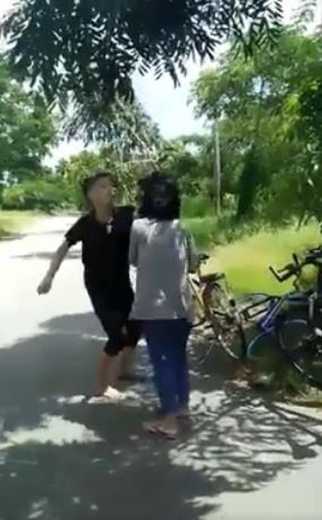 Su that ve clip thieu nu danh hoi dong, bat ban quy goi liem chan - Anh 2