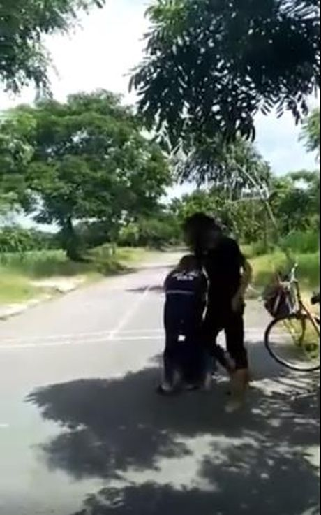 Su that ve clip thieu nu danh hoi dong, bat ban quy goi liem chan - Anh 3
