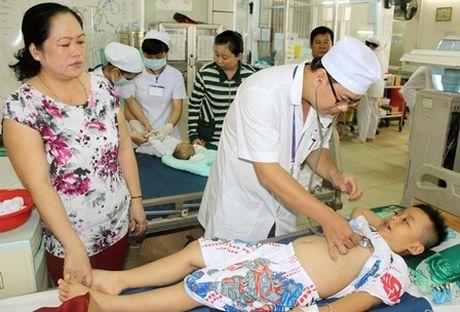 Tre nuot nham nuoc rua mong tay: So cuu the nao de khong hai con? - Anh 1