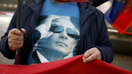 Tong thong Putin phe phan thai do kich dong cua bao chi va quan doi voi My - Anh 1
