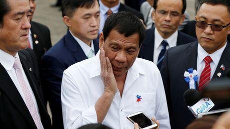 Tong thong Duterte hua han che nhung phat ngon nang ne - Anh 1