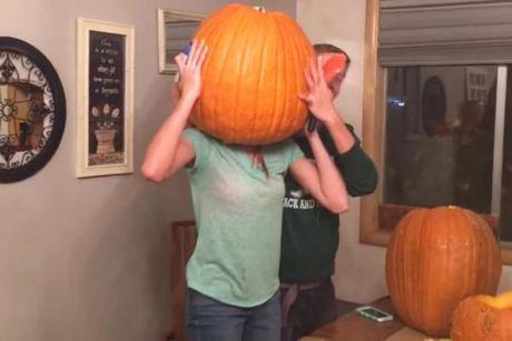 Phi cuoi voi canh teen ket dau trong bi ngo Halloween - Anh 2