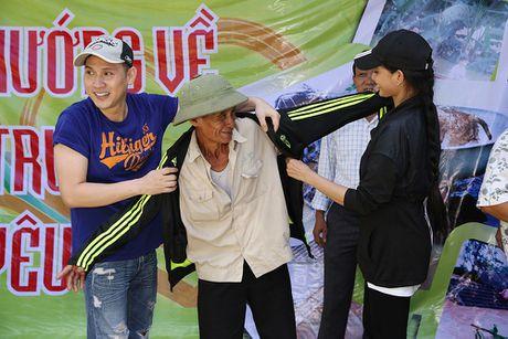 Nguyen Vu - Truong Thi May den vung lu tang qua nguoi ngheo - Anh 5