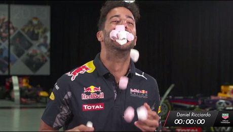 Sao F1 hoa trang ma quy, tham du le hoi nguoi chet - Anh 9