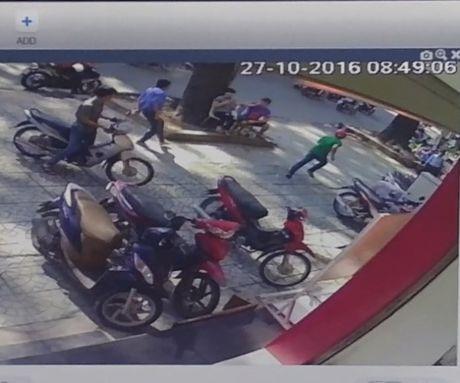 'Tai xe cam dao ruot duoi nguoi di duong la khong chap nhan duoc' - Anh 1