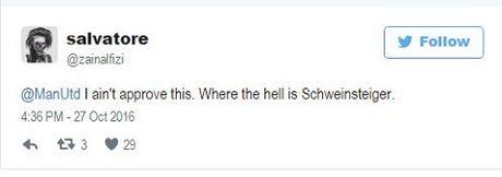 Man United bi 'nem da' vi khong cho Schweinsteiger chup anh cung toan doi - Anh 4