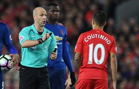 TIET LO: Mourinho da thoat an phat nang cua FA mot cach tai tinh - Anh 1