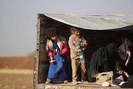Am anh nhung anh mat tre ti nan Iraq chay tron bao luc o Mosul - Anh 11