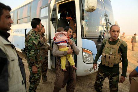 Am anh nhung anh mat tre ti nan Iraq chay tron bao luc o Mosul - Anh 8
