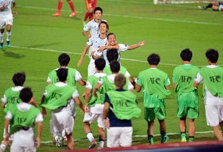 HLV Nhat Ban ly giai viec dua doi hinh 2 dau U19 Viet Nam - Anh 1
