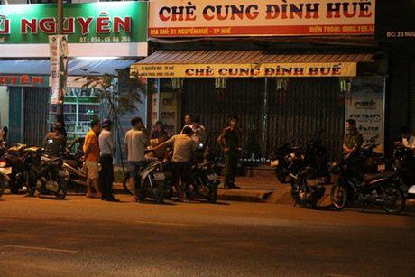 Chong cua co vo tai cho lam sau cuoc cai va - Anh 1