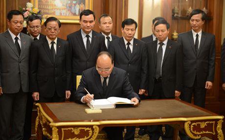Thu tuong dan dau Doan dai bieu cap cao vieng Nha Vua Thai Lan - Anh 2