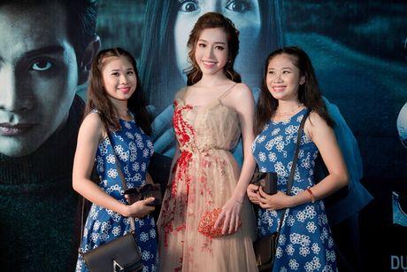 Elly Tran khoe duong cong goi cam trong vay da hoi - Anh 5
