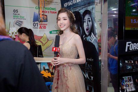 Elly Tran khoe duong cong goi cam trong vay da hoi - Anh 6