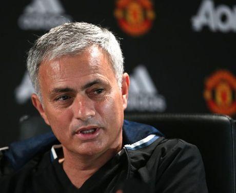 Soc: Mourinho lai chi trich tham te cau thu Man Utd - Anh 1