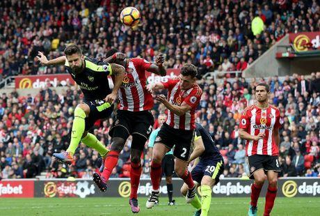 Giroud tao khac biet, Arsenal huy diet Sunderland - Anh 2