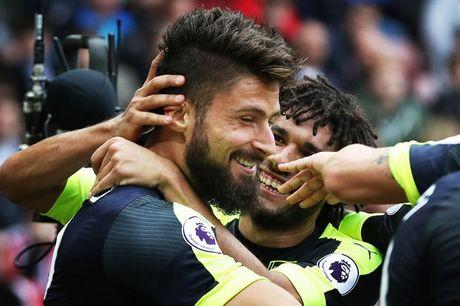 Giroud khiem ton sau man trinh dien choi sang truoc Sunderland - Anh 1