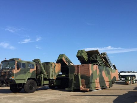 Trung Quoc 'sao chep' ten lua container ngay truoc mui Nga - Anh 2
