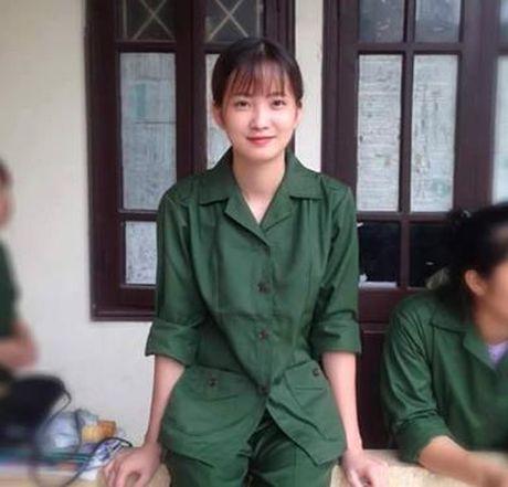 Nu sinh mac do tap quan su 'xinh nhat Vinh Bac bo' - Anh 1