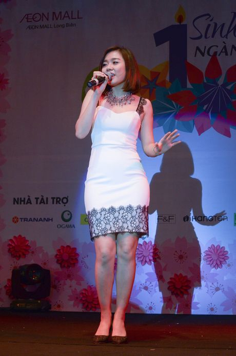Chay cung Noo Phuoc Thinh tai Sinh nhat ngan hoa AEON MALL Long Bien - Anh 7