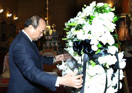 Lan dau Thu tuong di cong tac bang may bay thuong mai - Anh 1